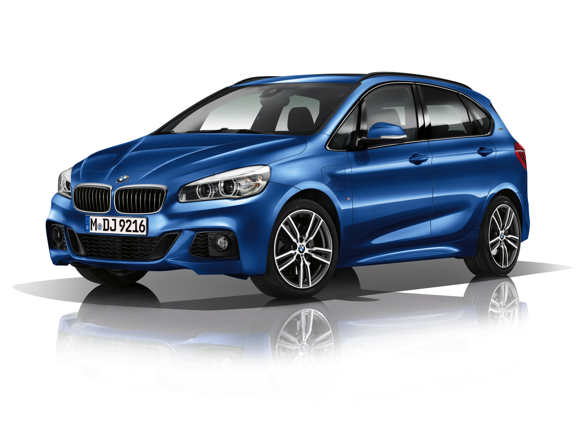 World Premiere Bmw 225xe Active Tourer Plug In Hybrid