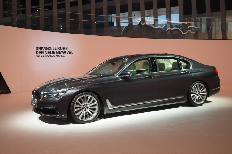 2016 bmw 7 series frankfurt images 06 750x500