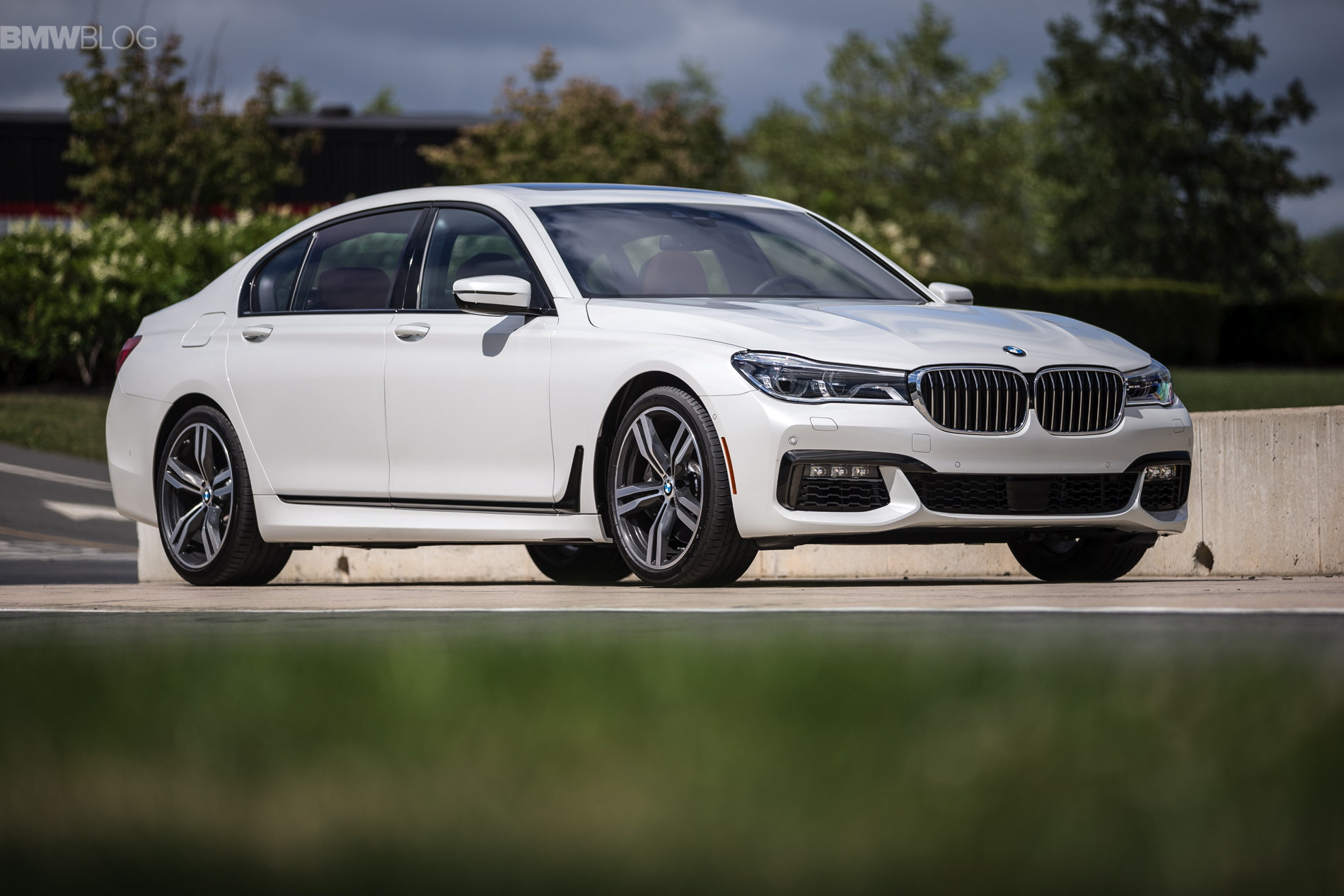 video carwow drives the 2017 bmw 7 series. Black Bedroom Furniture Sets. Home Design Ideas