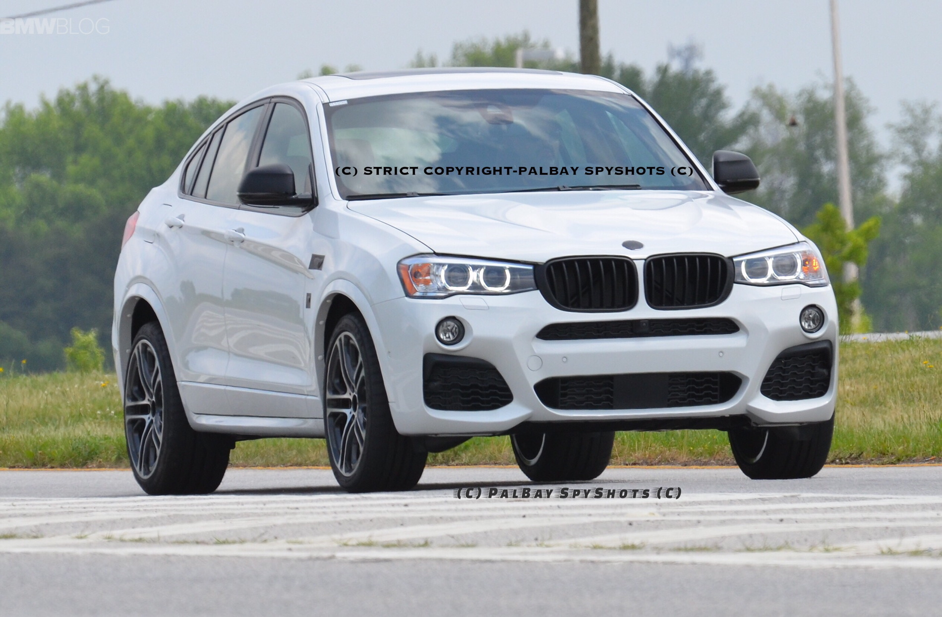 2017 BMW X4 M40i Real Life Photos 02 750x491
