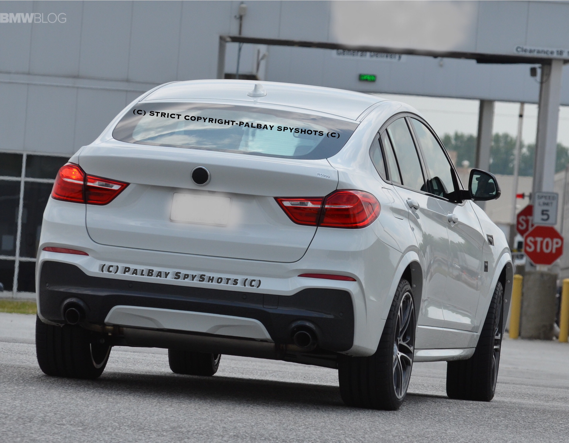 2017 BMW X4 M40i Real Life Photos 09 750x585