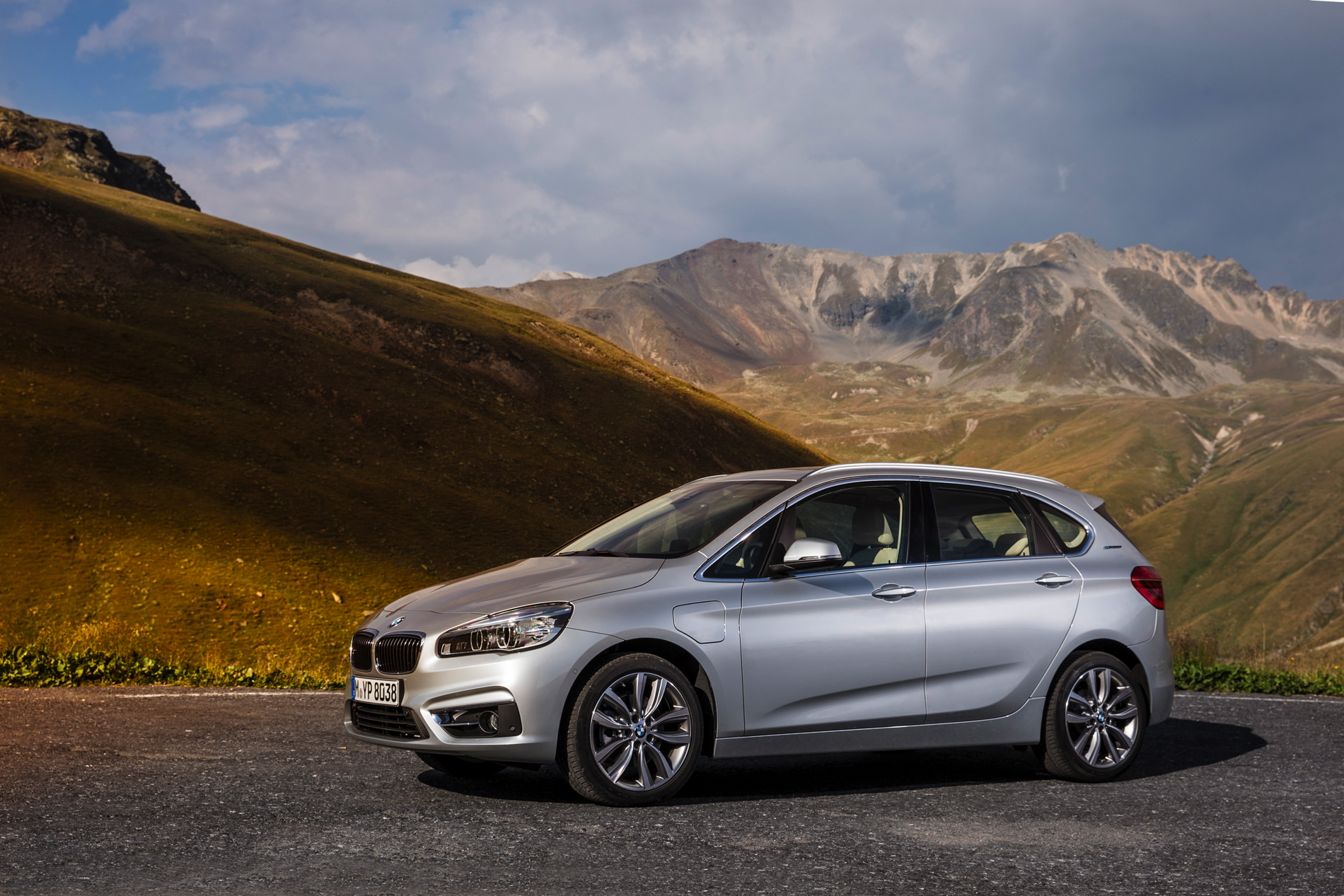 world premiere bmw 225xe active tourer plug in hybrid. Black Bedroom Furniture Sets. Home Design Ideas
