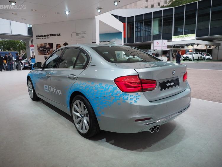BMW-330e-images-1900x1200-05