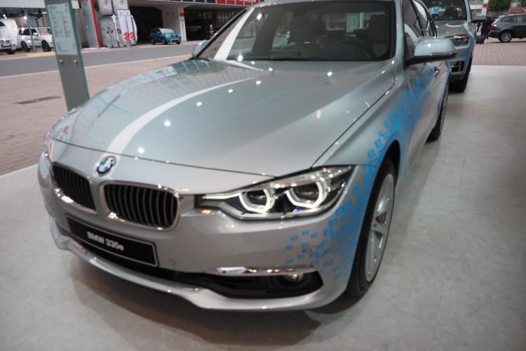 BMW 330e images 1900x1200 10 750x500