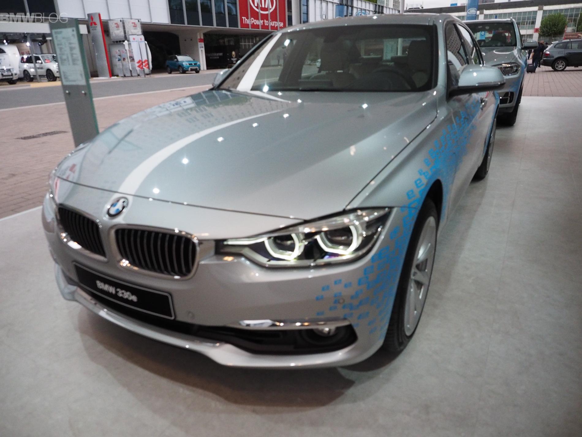 BMW 330e images 1900x1200 10