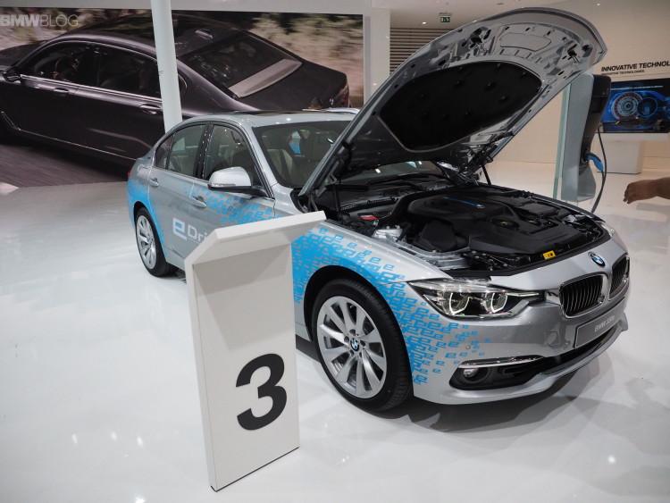 BMW 330e images 1900x1200 18 750x563