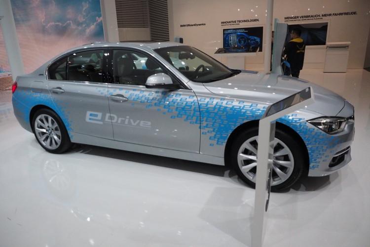 BMW 330e images 1900x1200 20 750x500