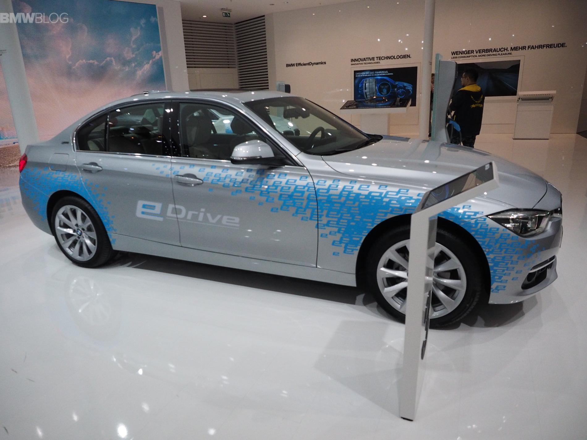 BMW 330e images 1900x1200 20