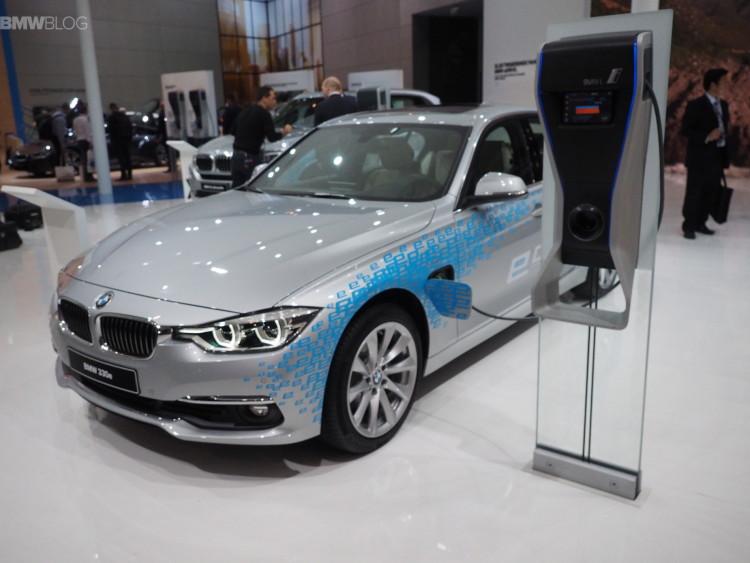 BMW 330e images 1900x1200 24 750x563