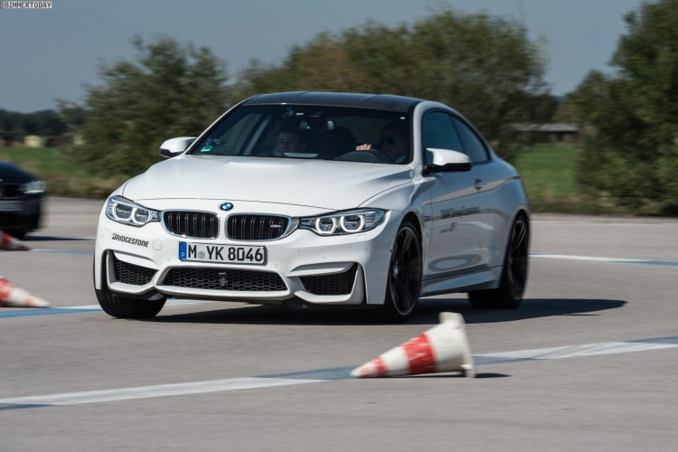 BMW M3 and Porsche 911 GT3 Ring going at each other on