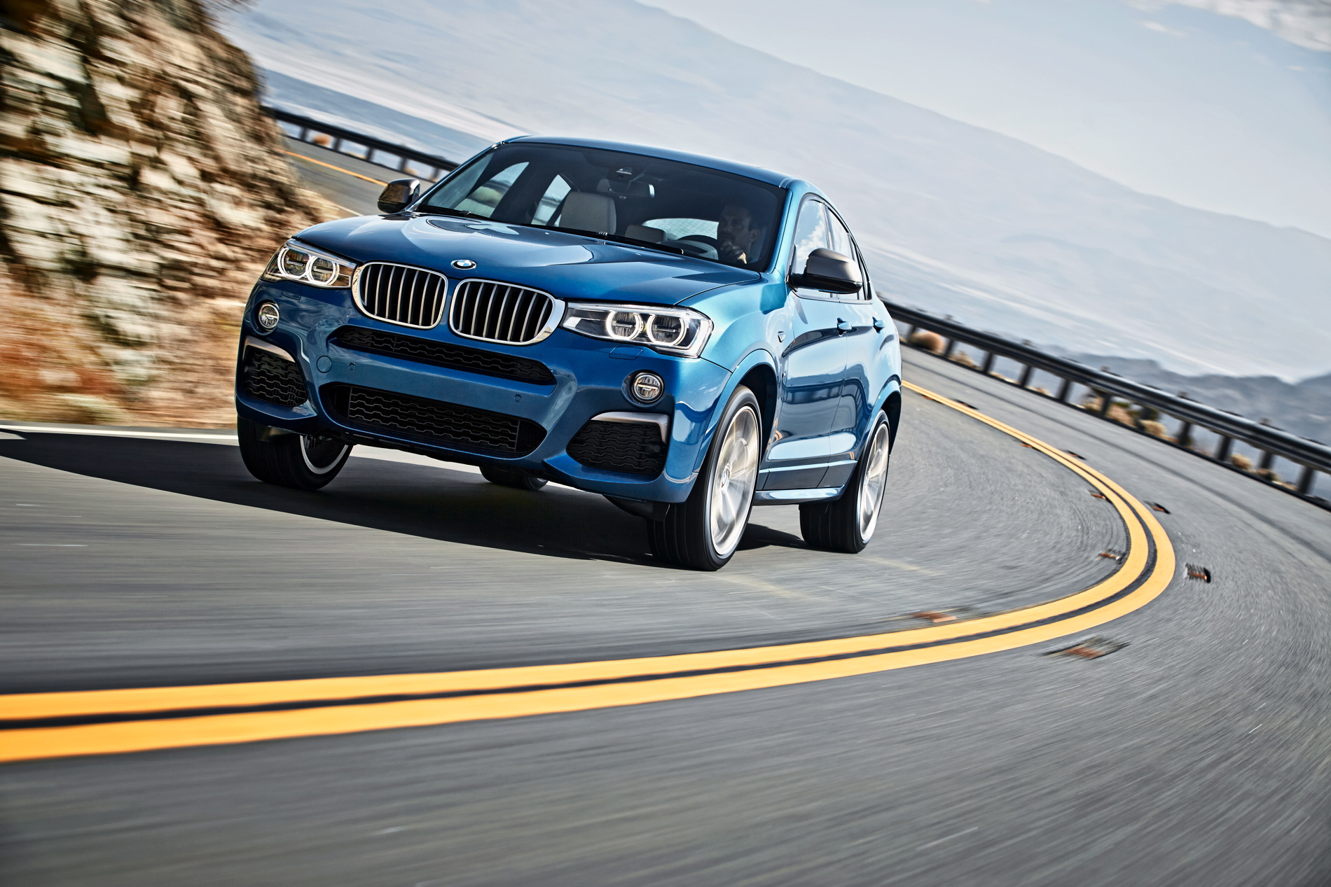 BMW X4 M40i official images 1900x1200 02