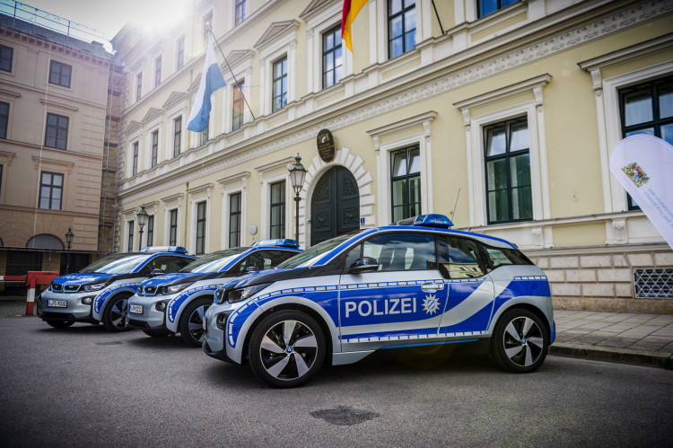 BMW i3 Munich police car images 06 750x499