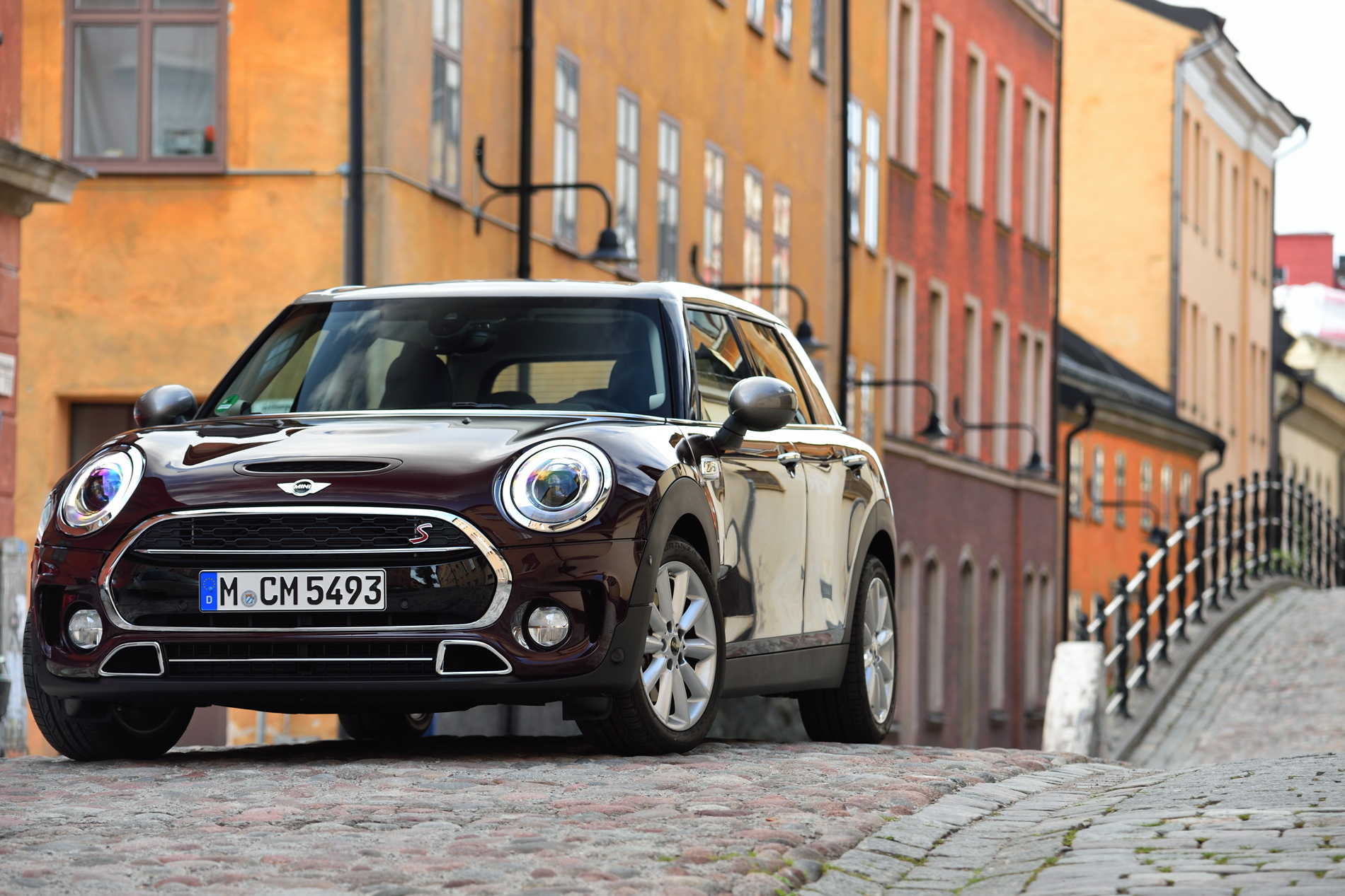 MINI Cooper S Clubman Pure Burgundy metallic images 01