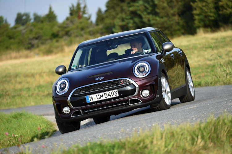 MINI Cooper S Clubman Pure Burgundy metallic images 77 750x499
