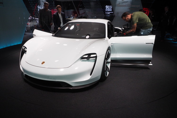 Porsche Mission E images 1900x1200 04 750x500
