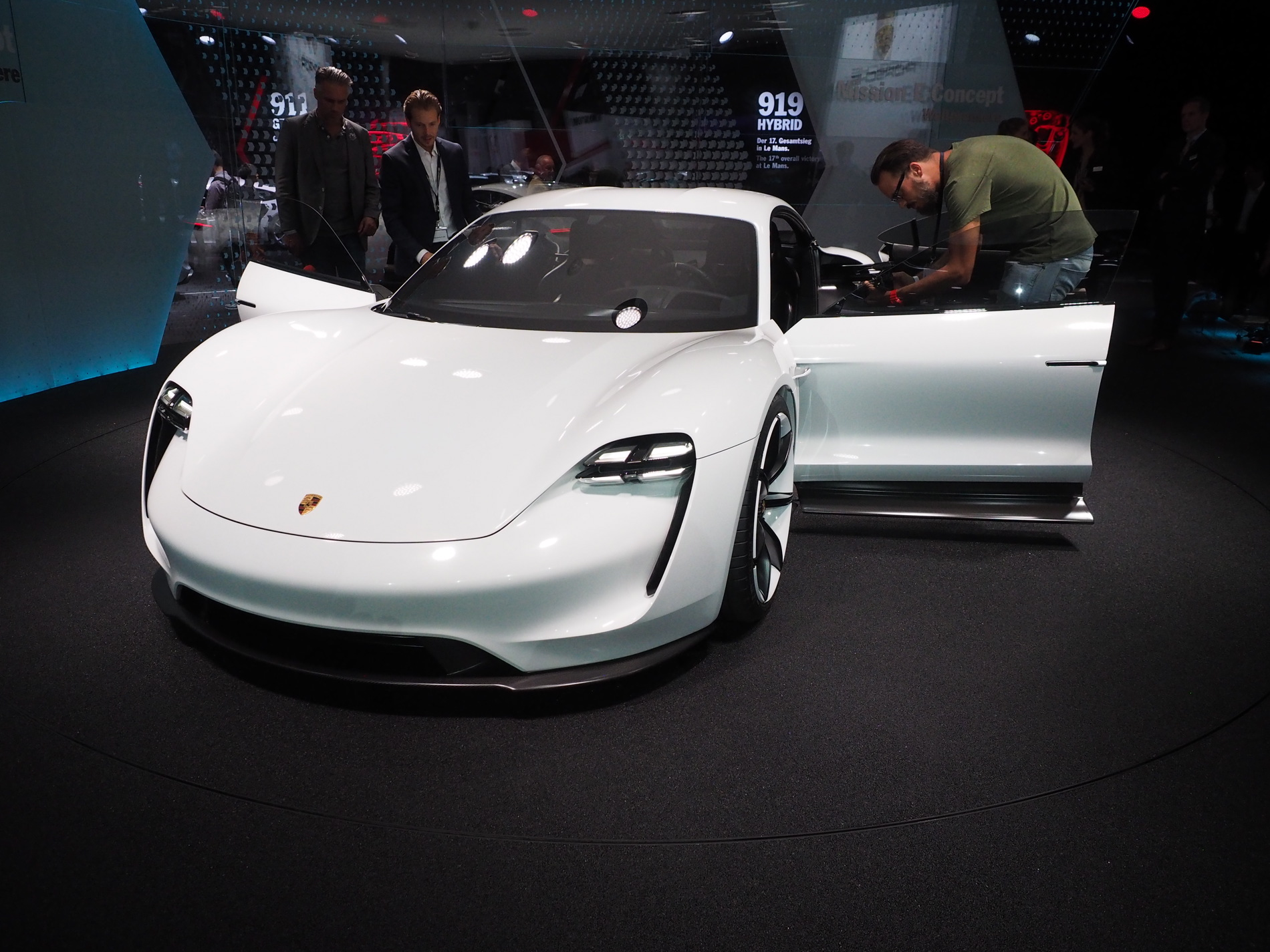 VIDEO: The Porsche Taycan looks mightily impressive