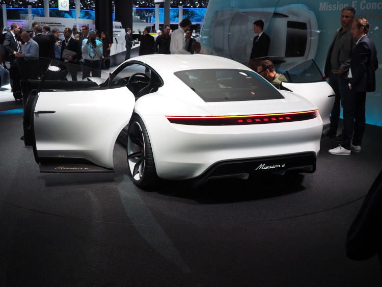 Porsche Mission E images 1900x1200 10 750x563