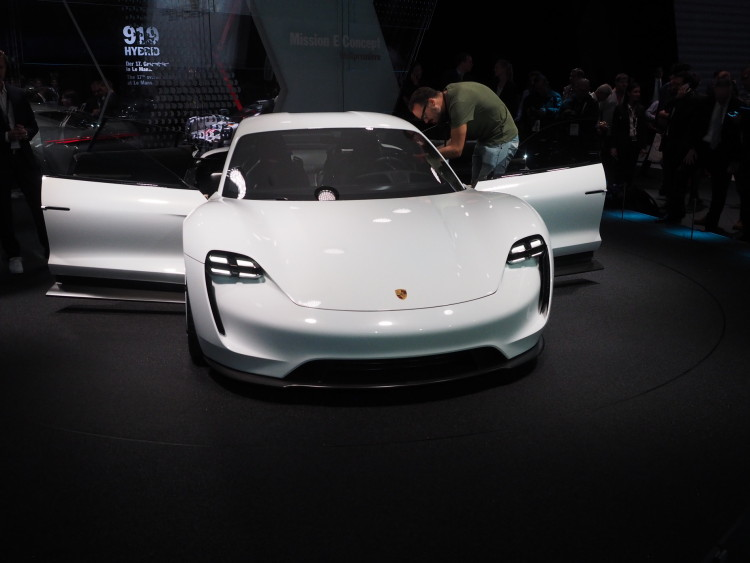 Porsche Mission E images 1900x1200 17 750x563