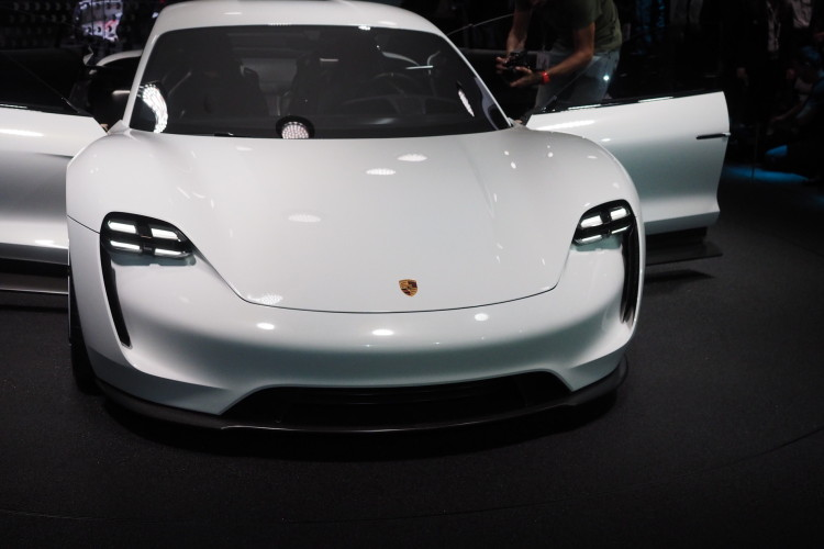 Porsche Mission E images 1900x1200 18 750x500