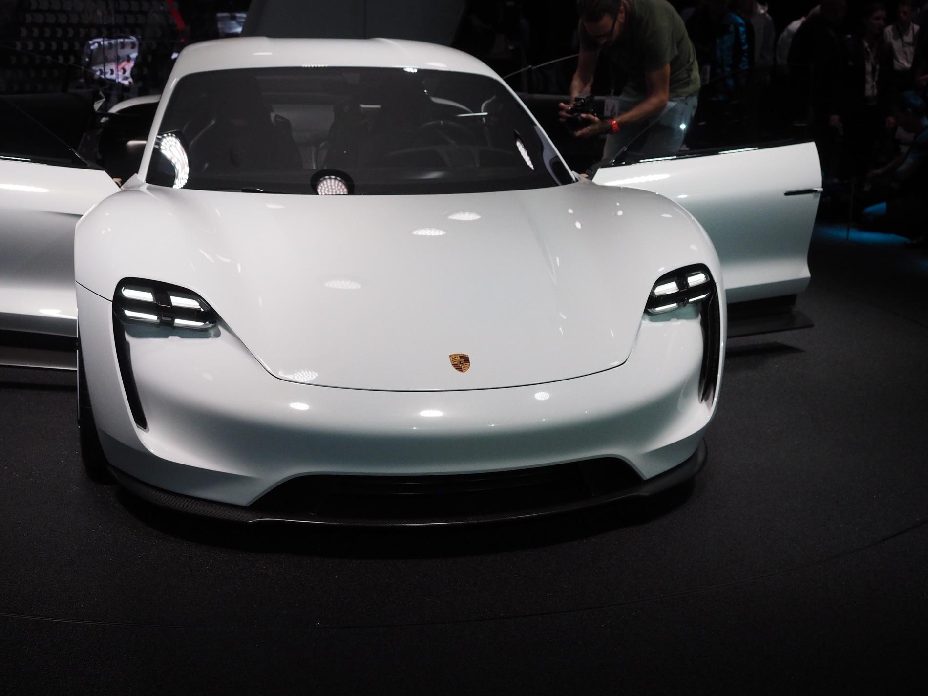 Porsche Mission E images 1900x1200 18