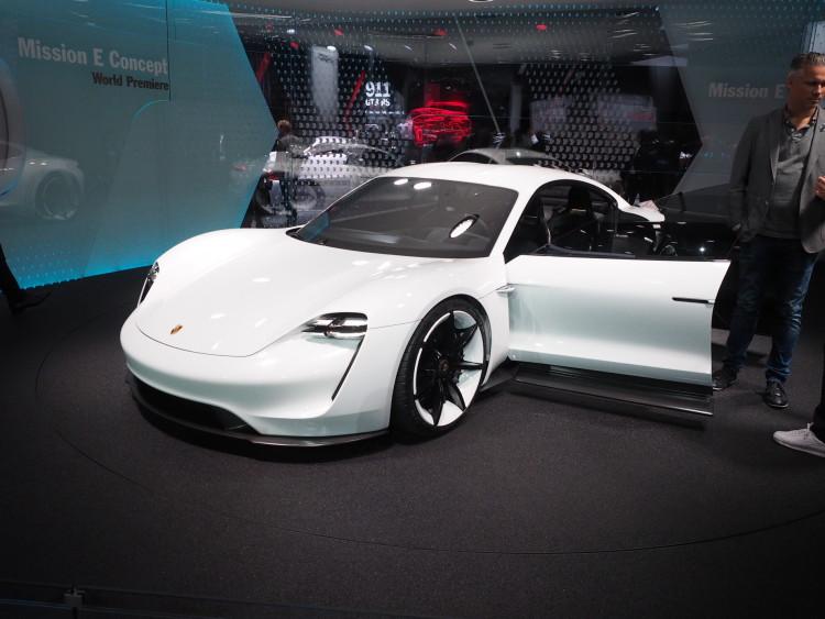 Porsche-Mission-E-images-1900x1200-24