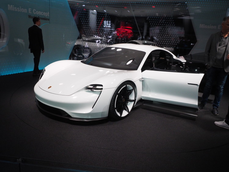 Porsche Mission E images 1900x1200 25 750x563