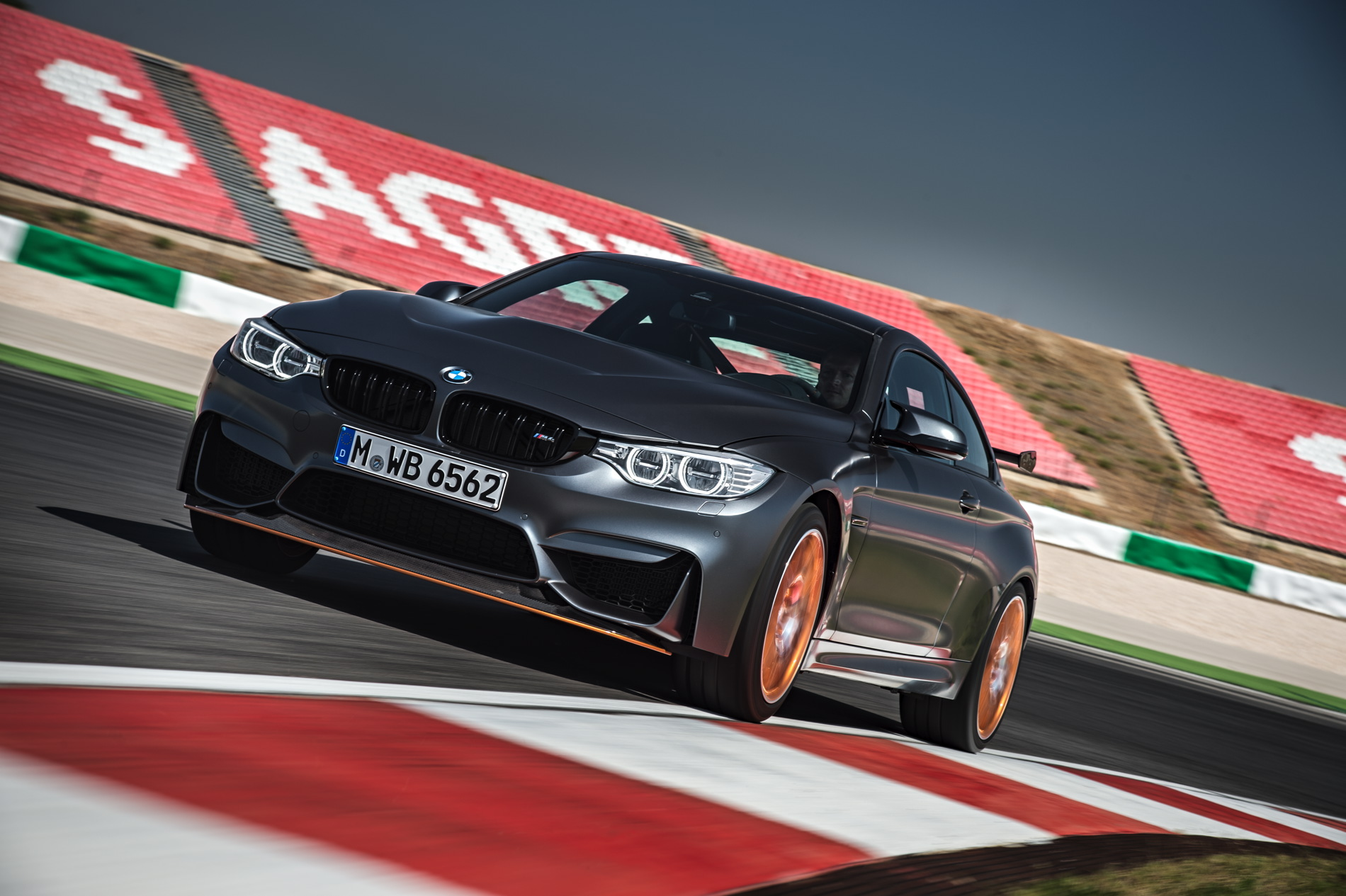 2016 BMW M4 GTS images 1900x1200 wallpaper 06