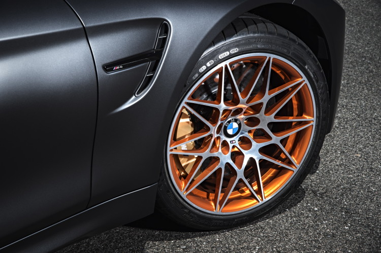 2016-BMW-M4-GTS-images-1900x1200-wallpaper-43