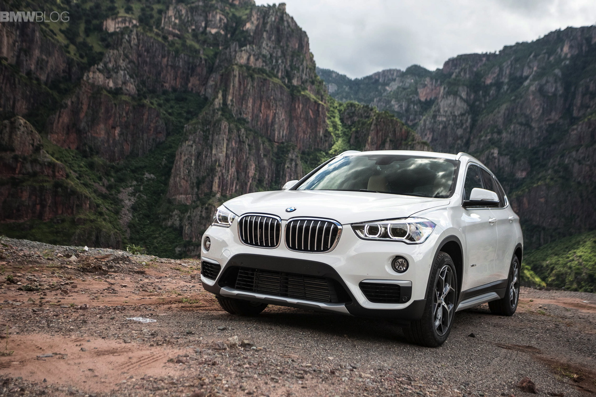 2016 bmw X1 xDrive28i test drive images 67