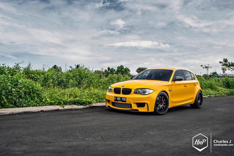 BMW 1M hatchback 750x500