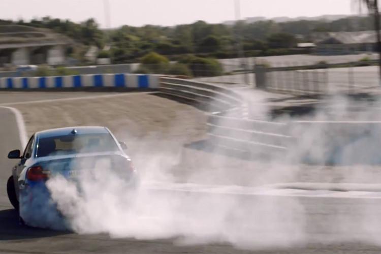 BMW M2 drifting 750x500