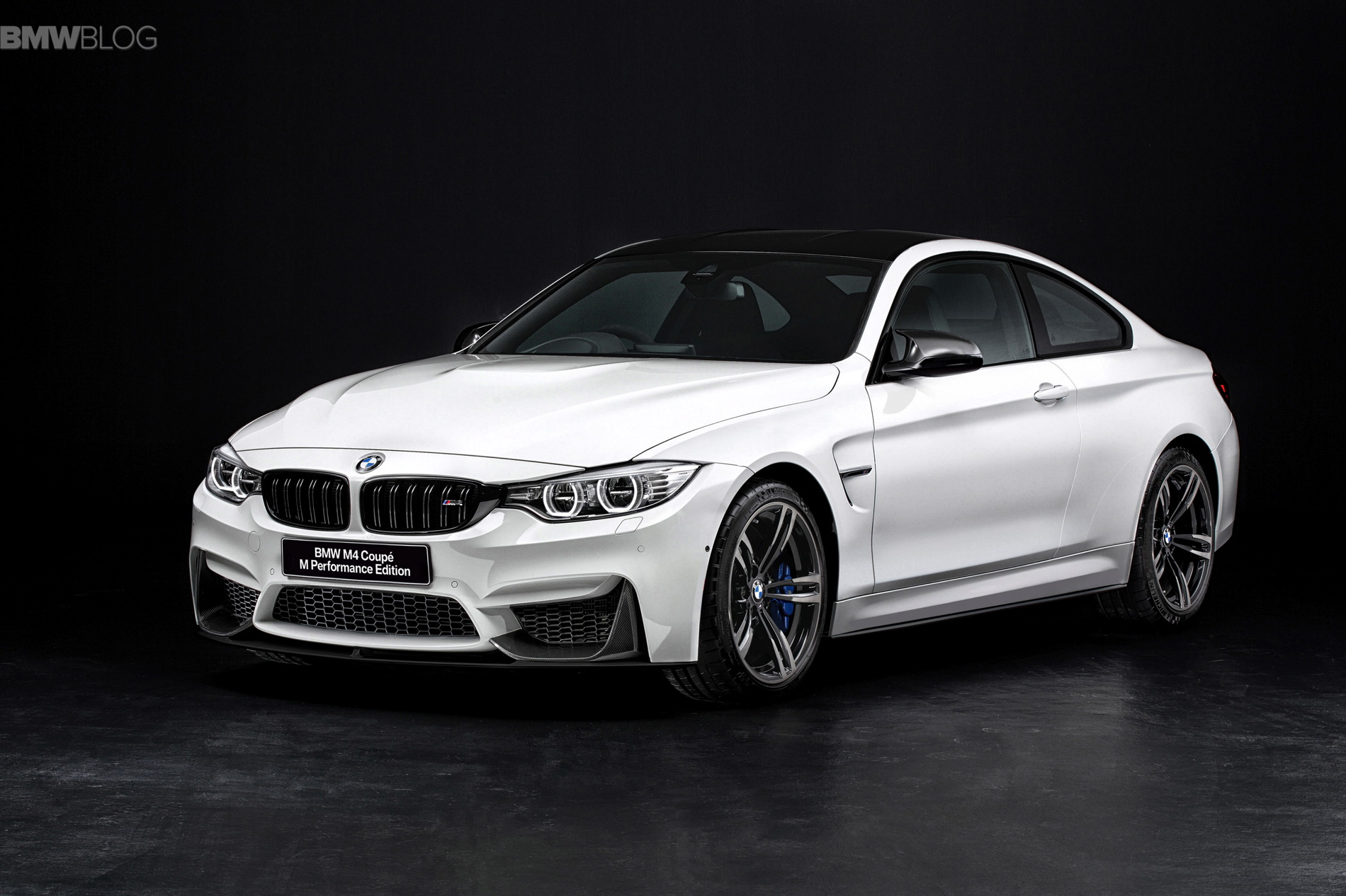 BMW M4 Coupe M Performance Edition for Japan images 02