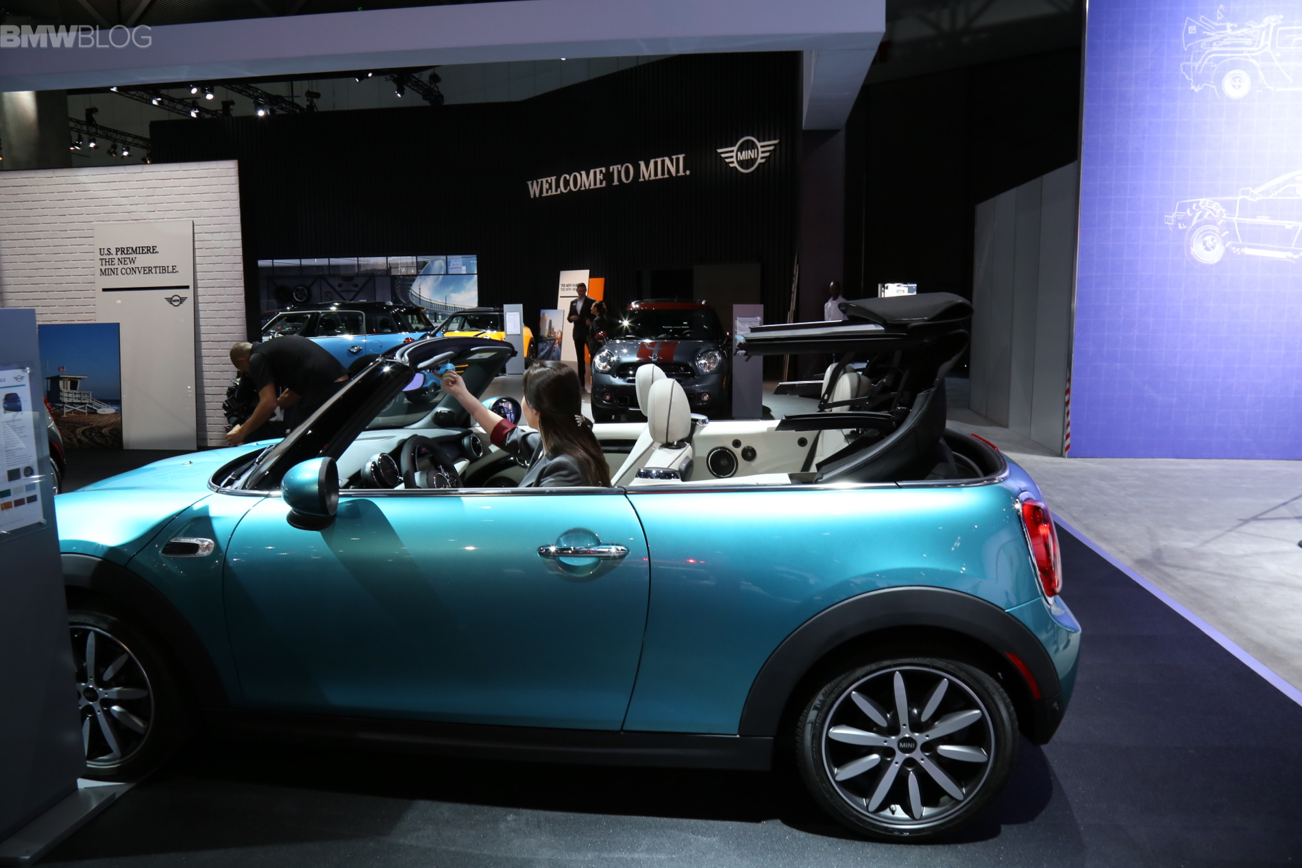 The New MINI Convertible Debuts At The LA Auto Show - La auto show car debuts