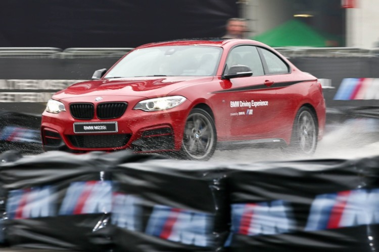 BMW M235i M Performance Drift Action EICMA 2015 02 750x500