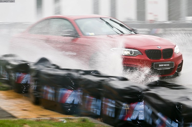 BMW M235i M Performance Drift Action EICMA 2015 05 750x498