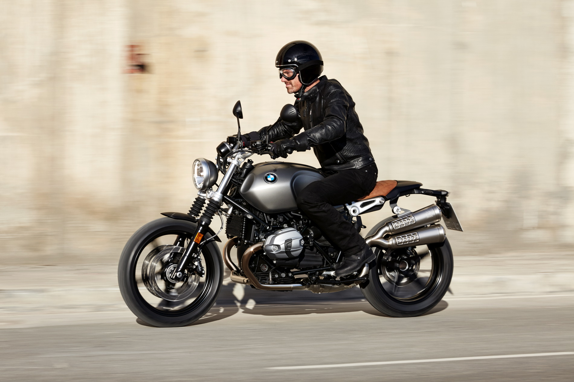 bmw gives us greater insight into the r nine t scrambler. Black Bedroom Furniture Sets. Home Design Ideas