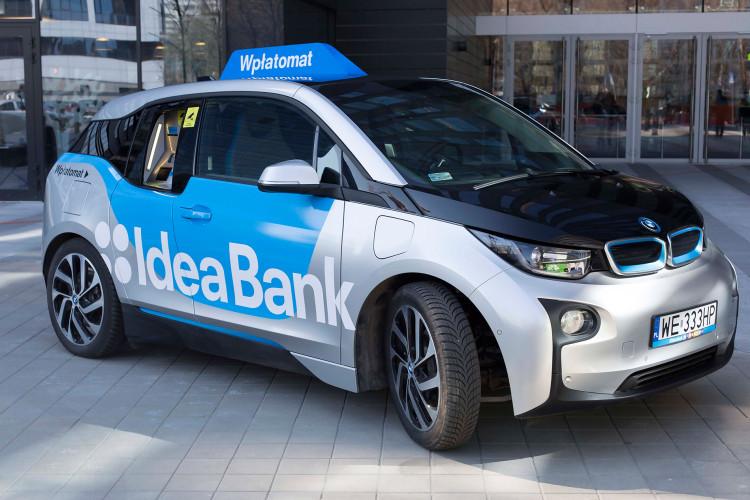 BMW-i3-bank-car