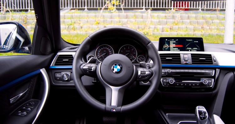 2015 BMW 320d xDrive Touring test drive 39 750x396