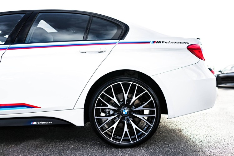 BMW-340i-M-Sport-Package-M-Stripes-8