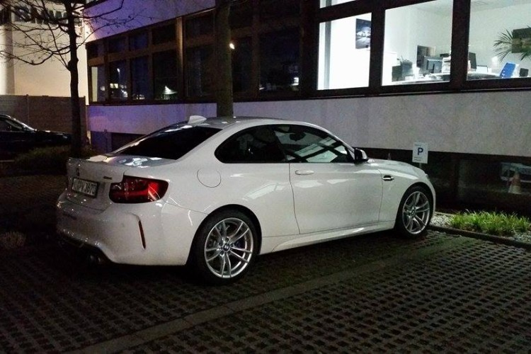 BMW M2 Alpine White 02 750x500