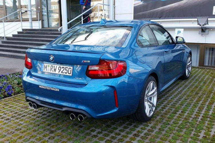 BMW M2 Long Beach Blue Live Fotos 05 750x500