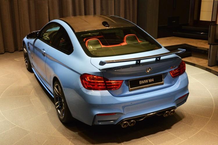 Yas Marina Blue BMW M4-Abu-Dhabi-18