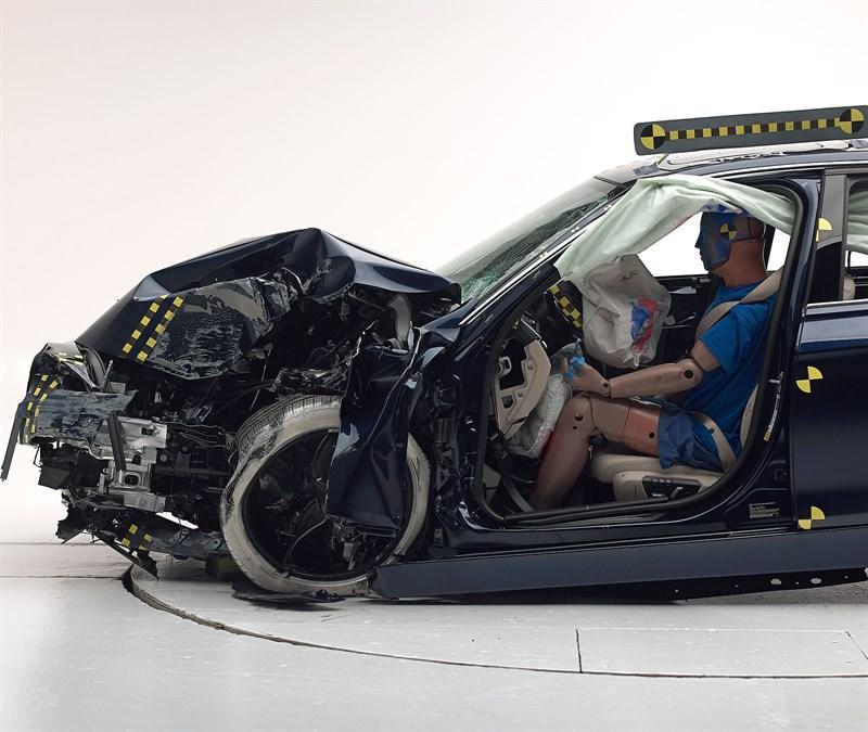 2016 BMW 3 Series Receives Marginal IIHS Score