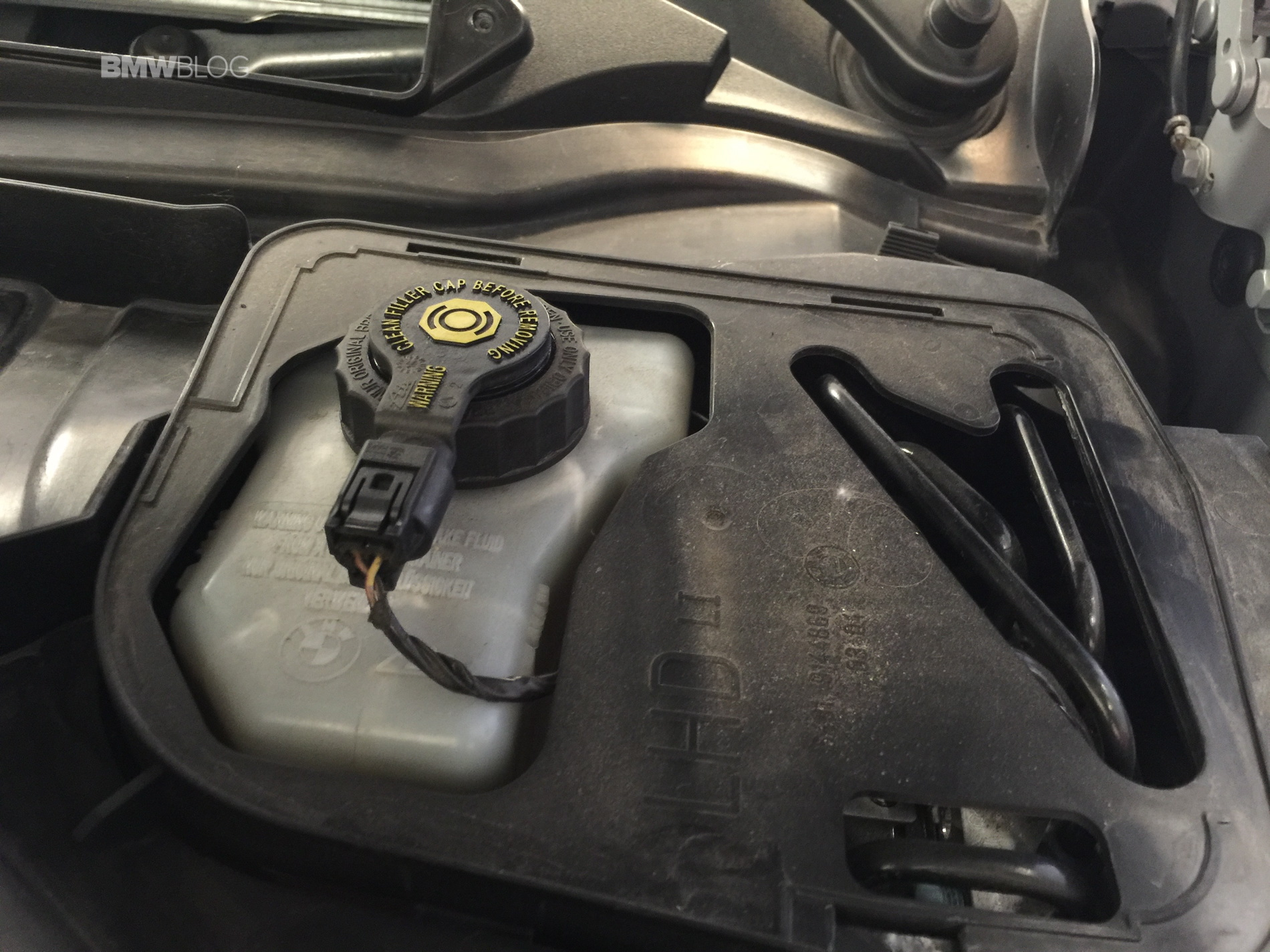 how-to-change-brake-fluid-bmw-m3-images-