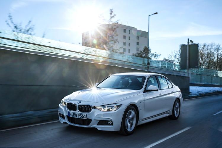 2016 BMW 330e images 16 750x500