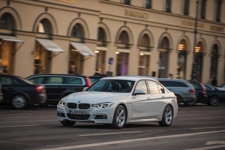 2016 BMW 330e images 21 750x500