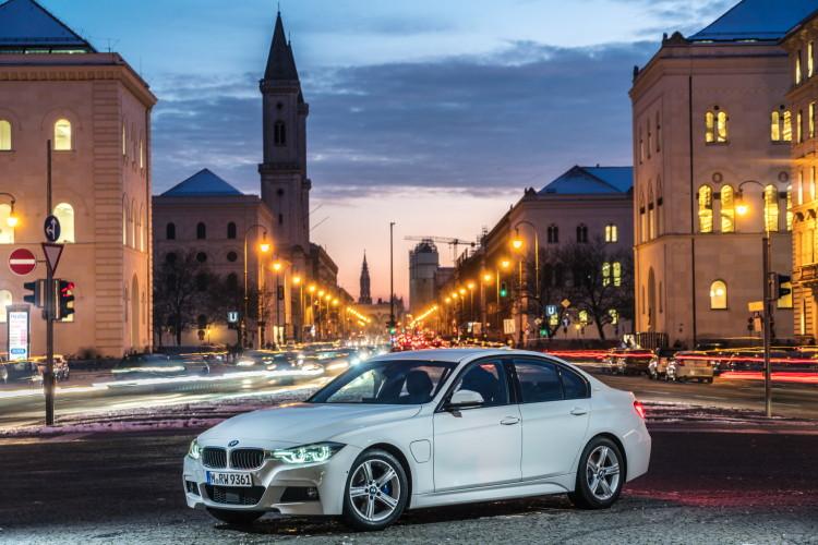 2016 BMW 330e images 42 750x500