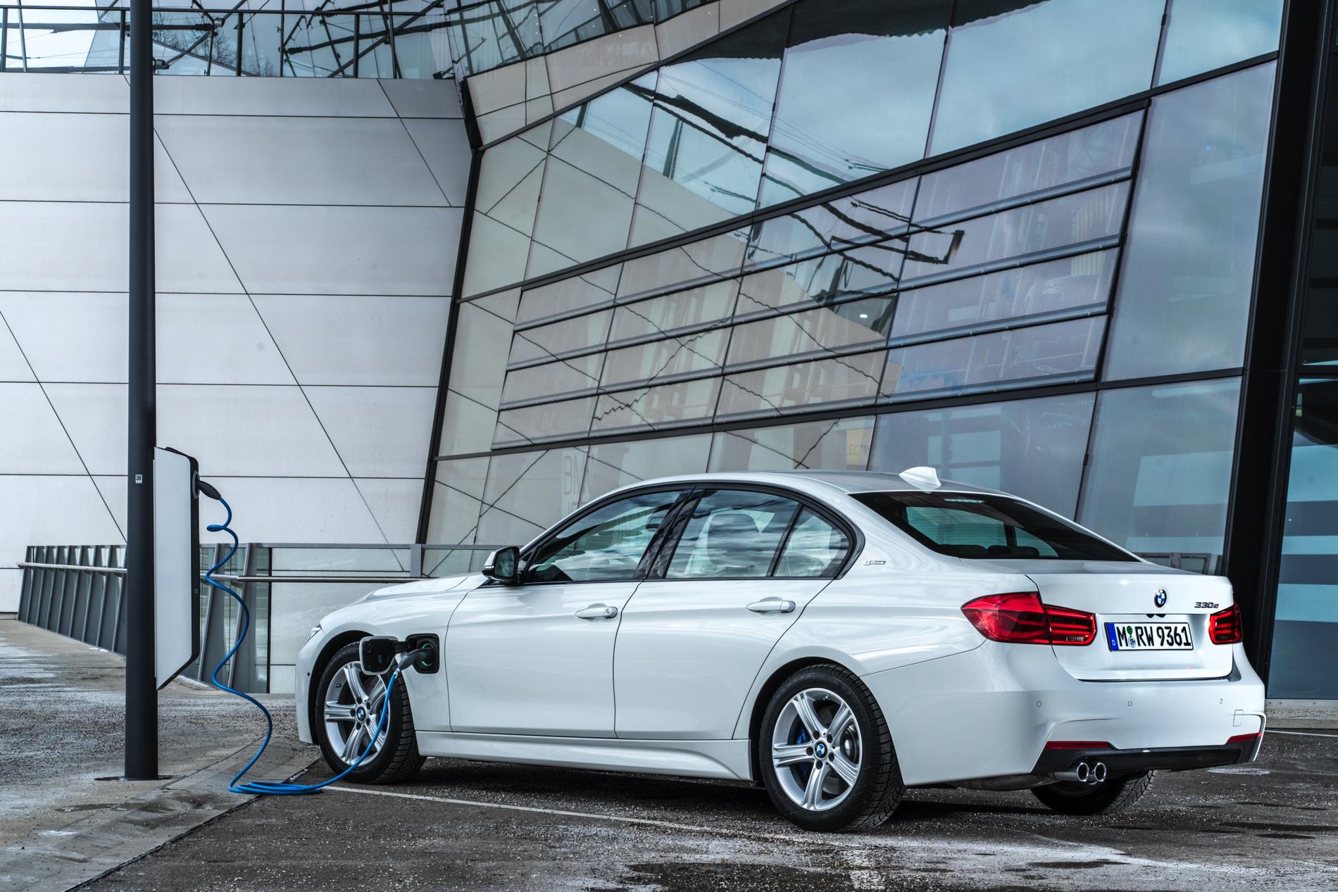 2016 BMW 330e images 75