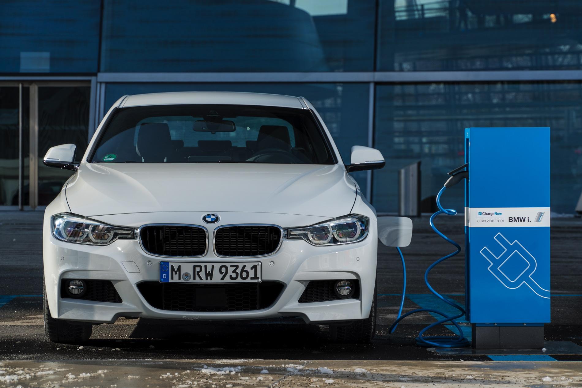 2016 BMW 330e images 81