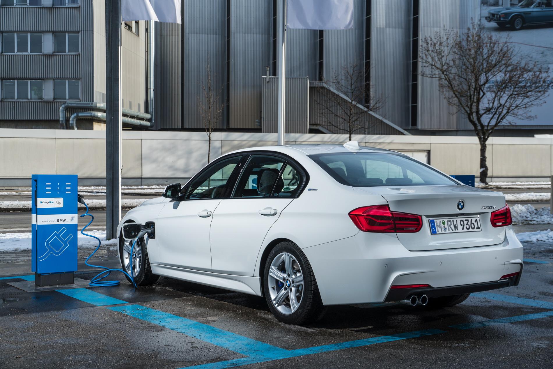 2016 BMW 330e images 83
